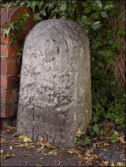 detail of Summertown milestone at SP507086
